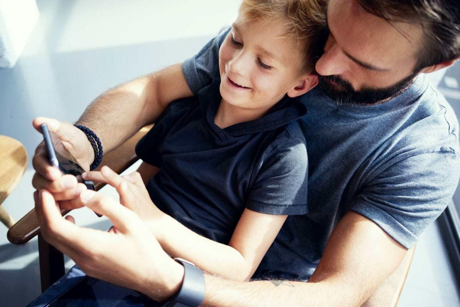 Bezpieczny smartfon dla dziecka min