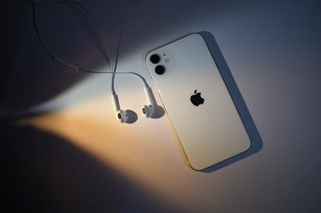 iPhone 11, Apple