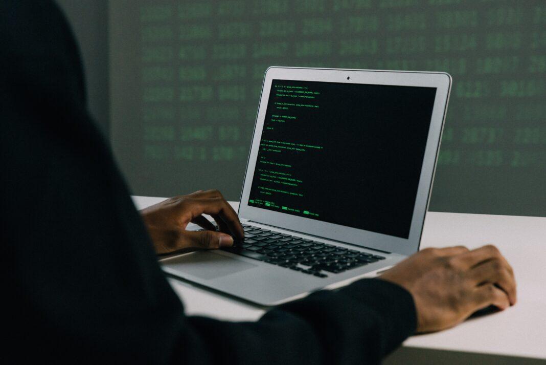 technologia, praca, atak wolumetryczny